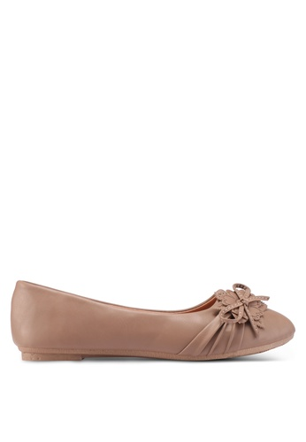 Noveni brown Round Toe Flats With Bow 2BE1CSHEDEBA08GS_1