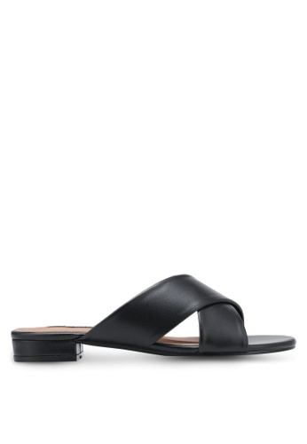 ZALORA black Cross Strap Sandals EE712SHE36636DGS_1