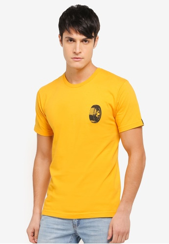 Undefeated yellow and gold Strongman Tee UN888AA0SX4DMY_1