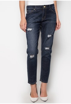 Styled Tapered Boyfriend Jeans with Distress