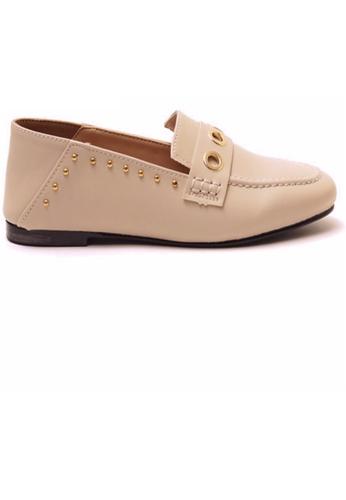Crystal Korea Fashion 米褐色 韓國製窩釘裝飾平底輕便鞋 E3AD7SH72BBA5BGS_1