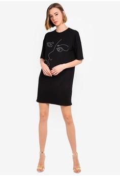 7c9b7b43 Boohoo Scribble Face Oversized T-Shirt Dress Rp 309.000. Ukuran 6 8 10 12 14