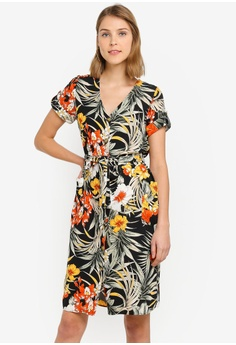 d3d4f9acbe0aa0 Wallis black Petite Black Tropical Print Shirt Dress A0FCBAA652D8F0GS 1