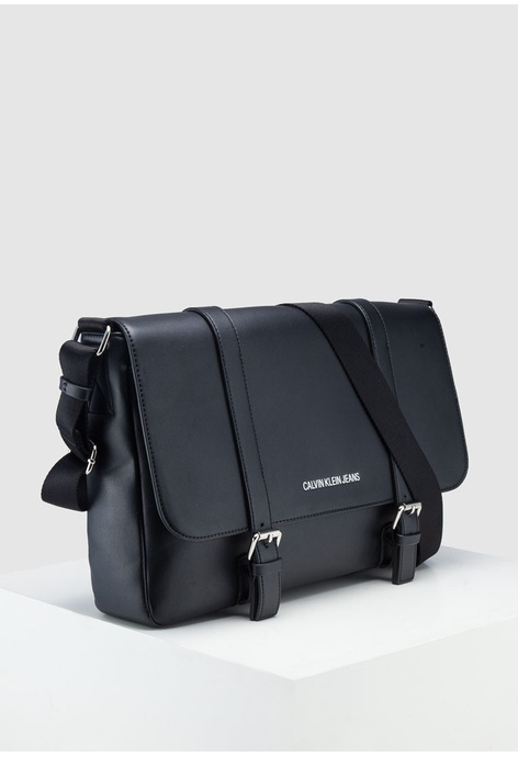04133ee7a5 Buy Messenger Bags For Men Online