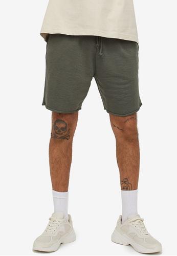 H&M green Regular Fit Sweatshirt Shorts 7FA3CAA05CFE00GS_1