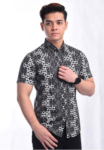 UA BOUTIQUE black Short Sleeve Shirt Batik UASSB83-011 (Black/ White) 98DAFAA77A4D5FGS_1