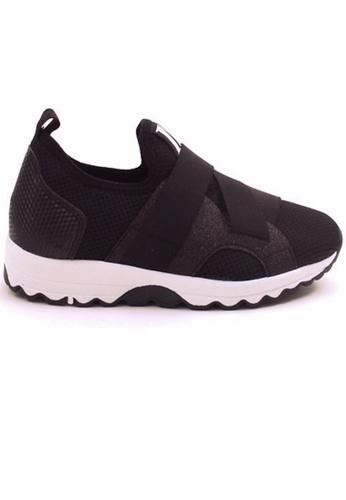 Crystal Korea Fashion 黑色 韓國製新款透氣舒適平底輕便鞋 DE198SH82AE10AGS_1
