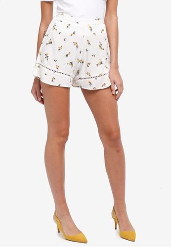 Miss Selfridge white Ditsy Flippy Shorts E4178AAC648A2BGS_1