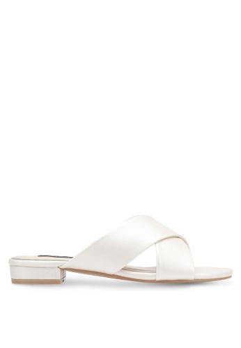 ZALORA 白色 Cross Strap Sandals 1FC68SH2252446GS_1