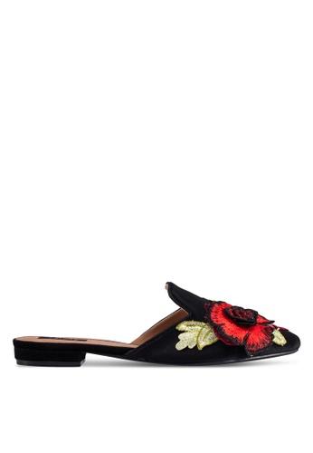 ZALORA 黑色 新年系列 花卉刺繡絲絨平底鞋 FE21ESH62E76DEGS_1