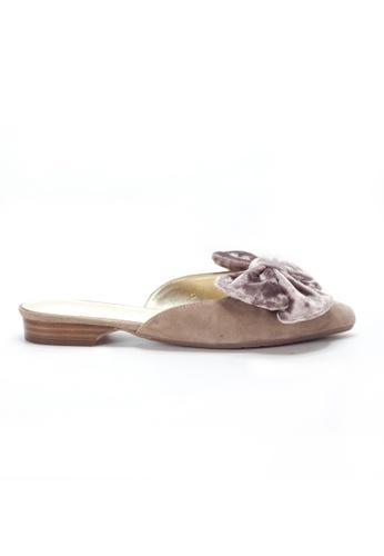 Shu Talk 米褐色 性感大蝴蝶結絨毛穿套性尖頭拖鞋 SH544SH0A7W0TW_1