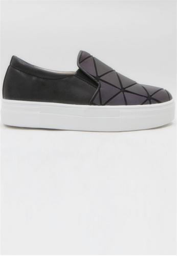 Crystal Korea Fashion 黑色 韓國製新款三角圖案拼貼輕便鞋 C9EEDSH1F84984GS_1