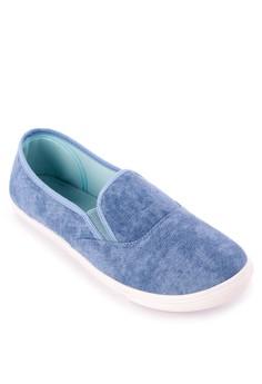 Uzima Slip-on Sneakers