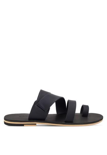 ZALORA navy Faux Leather Toe Loop Sandals EA68BSH52CC603GS_1