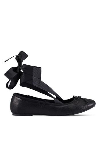 ZALORA 黑色 Velvet Embossed Ballerina 平底鞋 With 花邊 0F604ZZEA3C459GS_1