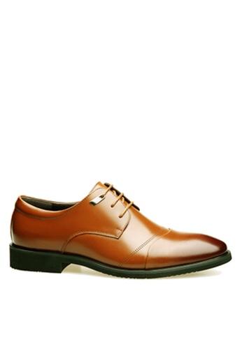 Twenty Eight Shoes 褐色 簡單冲孔商務鞋 VSM-F3688 43872SHFB29A58GS_1
