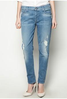 Josefina with Destroy Jeans