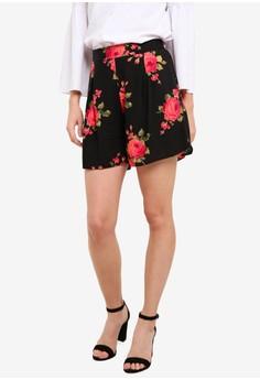 【ZALORA】 黑色 Rose 花卉 短褲