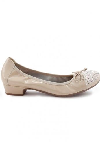 Shu Talk beige Patent Round Toe Studs Low Heel Shoes SH397SH0FPK5SG_1