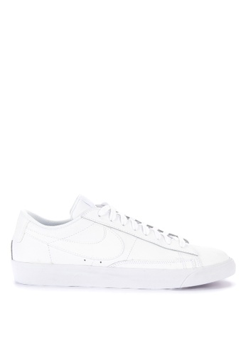 Nike white Nike Blazer Low Le Shoes EDE4ESH3697E4EGS_1