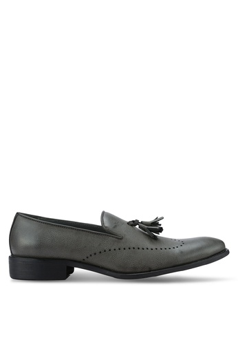 ZALORA grey Faux Leather Wingtip Dress Loafers with Tassels 48A0EAA9FAA8E2GS_1