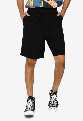 URBAN REVIVO black Drawstring Shorts E5B8FAADDF487AGS_1