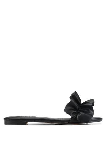 ZALORA 黑色 Ruffle Flat Sandals 347E5SHF2D29E7GS_1