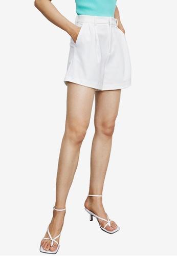 URBAN REVIVO white Basic Shorts 94D0CAA5279F43GS_1