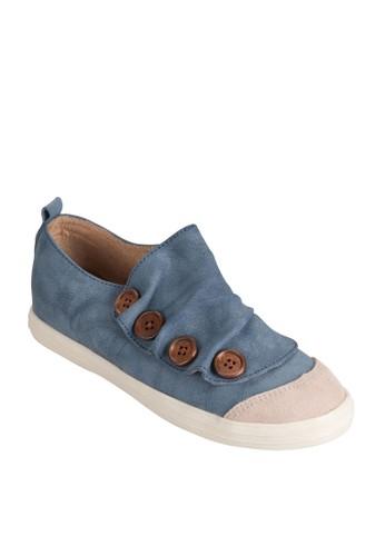 Button Sneaker
