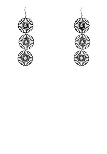 鏤空花卉墜飾耳環