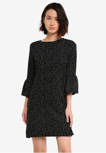 ZALORA black Fluted Sleeve Shift Dress D3613AA4F3B108GS_1