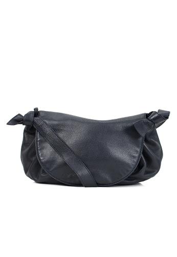Pre Loved Black Leather Shoulder Bag