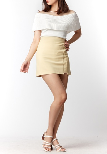 What To Wear yellow Side Slit with Decorative Button Skorts in Yellow 3B5CCAA8E18748GS_1