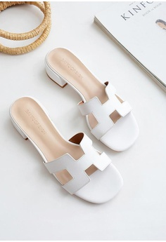 2b53582ac1 Twenty Eight Shoes Girly Flat Sandals 3376-5 HK$ 329.00. Available in  several sizes