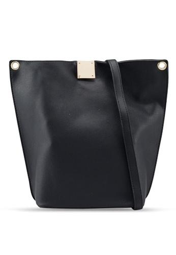 Berrybenka black Talisa Decca Shoulder Bag 2304DAC18EF595GS_1
