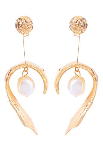 Sunnydaysweety gold Geometric Irregular C Shape Pearl Pendant Earrings A21032406 1EF38AC744A37FGS_1