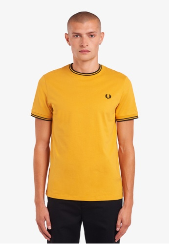 Fred Perry orange and yellow M1588 - TWIN TIPPED T-SHIRT - (AMBER) FAAC2AA266752FGS_1