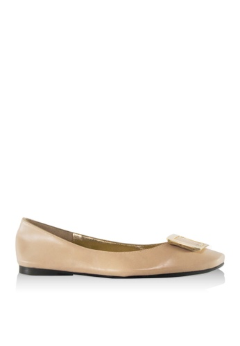Covet beige French Sole Constant Buckle Ballet Flats CO331SH41WHIPH_1