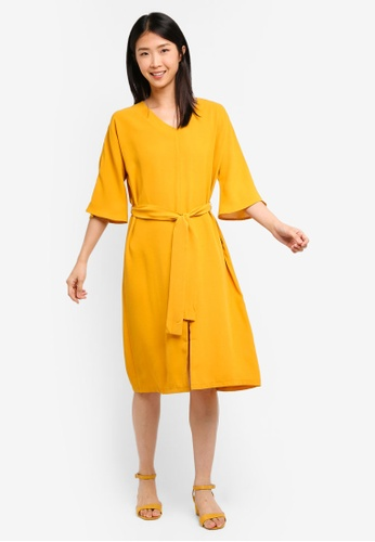 ZALORA BASICS yellow Basic Tie Waist V-Neck Midi Dress 691A2AABBFFEBEGS_1