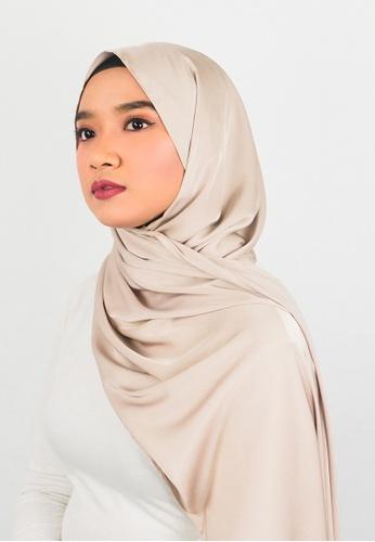 Zaryluq beige Silk Satin Shawl with Tassel in Mousse gray E2C94AA18FB190GS_1