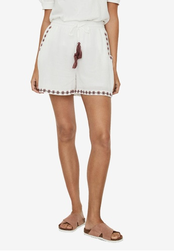 Vero Moda white Newhouston Shorts 671B8AAF770741GS_1