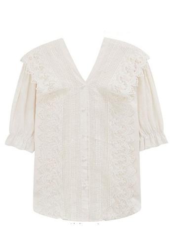 Sunnydaysweety 米褐色 蕾絲花邊V領短袖襯衫 A070605BE 6911EAA5BCECA1GS_1