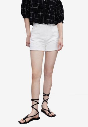 Urban Revivo white Frayed Hem Denim Shorts 07844AA0ACE301GS_1