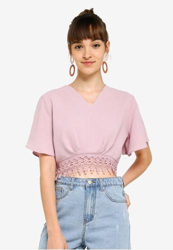 Something Borrowed 粉紅色 蕾絲滾邊飄逸短版上衣 6AE02AA009A3A0GS_1