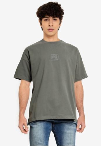 URBAN REVIVO green Message Printed T-Shirt B787BAA302FDDFGS_1