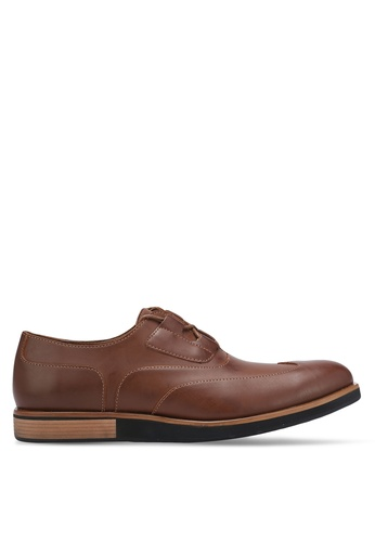 ZALORA brown Contemporary Faux Leather Dress Shoes 43607AA75E5163GS_1