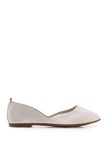 BETSY beige Melaine Ballet Flats FE9C7SH317C703GS_1