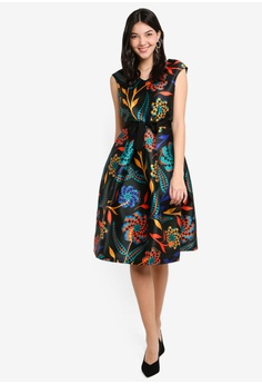 53667fc4da614 59% OFF CLOSET Gold V-Neck Dress S  192.90 NOW S  78.90 Sizes 14