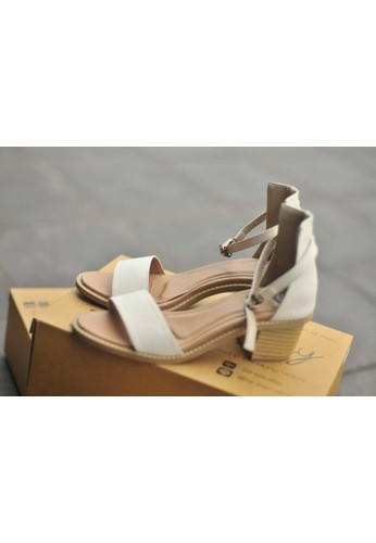 FairyBerry white Dzooey Sandals FA692SH78RKZID_1