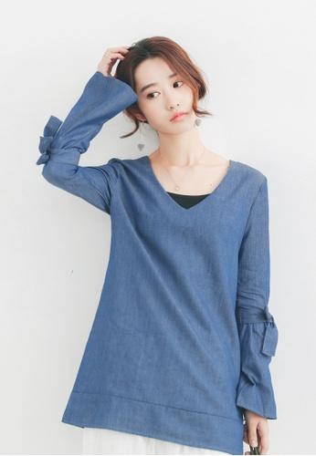 Shopsfashion blue V Neck Flare Sleeve Blouse 3FBF0AA6B0742CGS_1